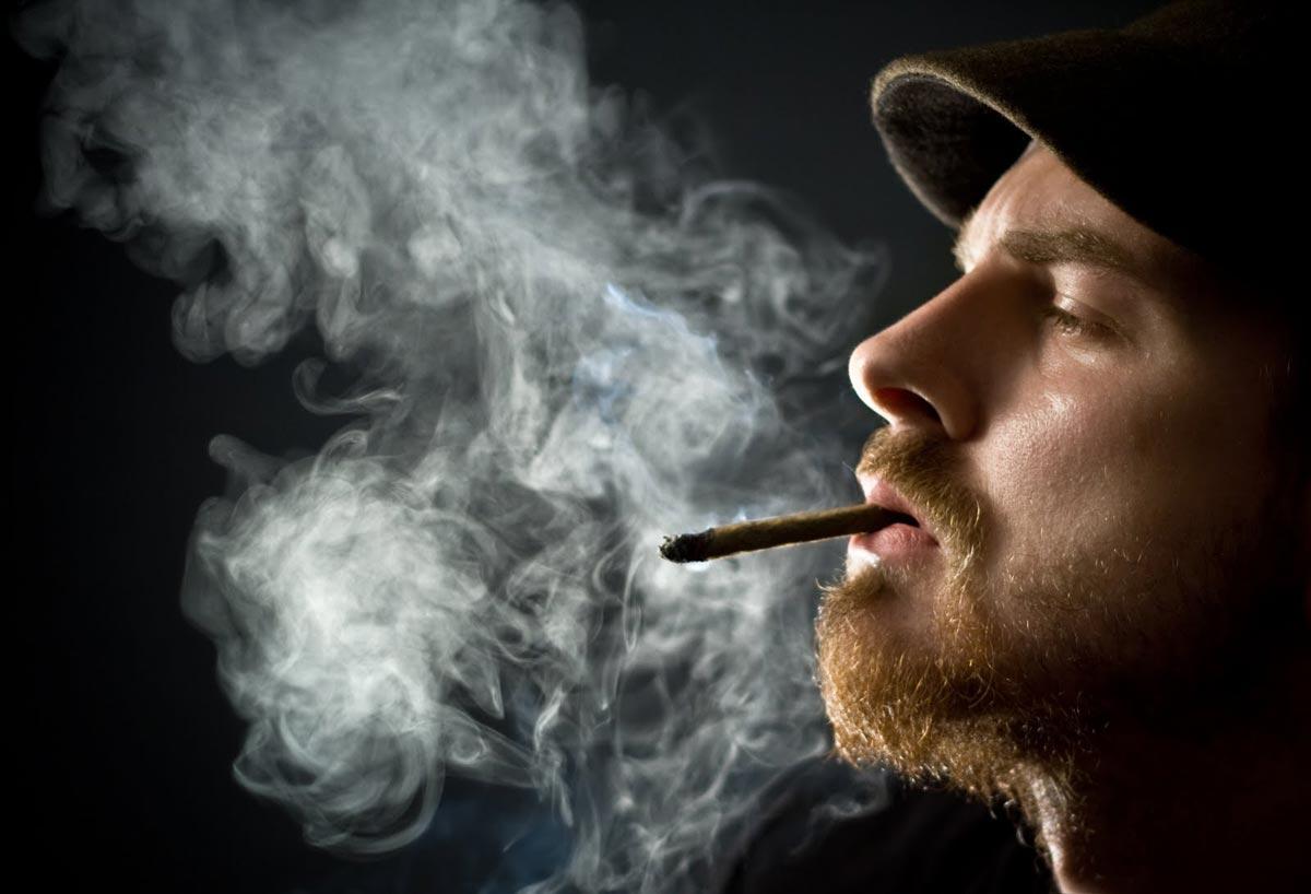 Количество курящих людей в России и мире удручает. Фото с сайта www.supro.at