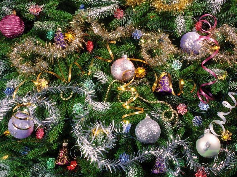 Чем ярче украсить елку, тем веселее и праздничнее будет настроение. Фото: rusfoto.net