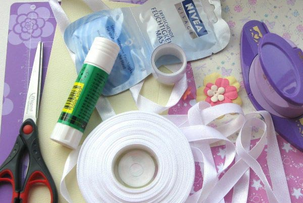 Большинство материалов можно найти дома. Фото с сайта skachatkartinki.ru
