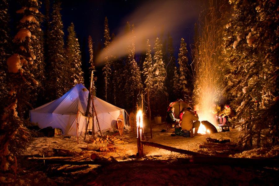 Если есть возможность отметить праздник на природе - отлично. Фото с сайта greenword.ru