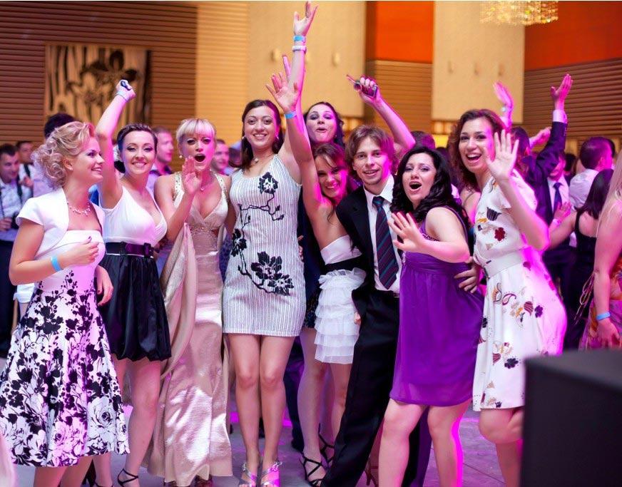 Празднование выпускного в ресторане. Фото с сайта www.casasarbatorii.md