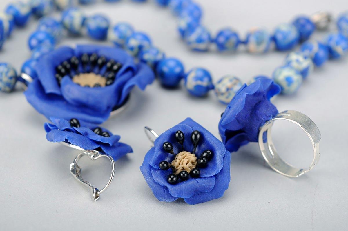 Аксессуары в синем цвете. Фото с сайта madeheart.com