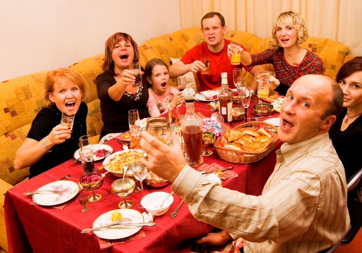 На домашнем юбилее можно расслабиться. Фото с сайта www.keepourfoodsafe.org