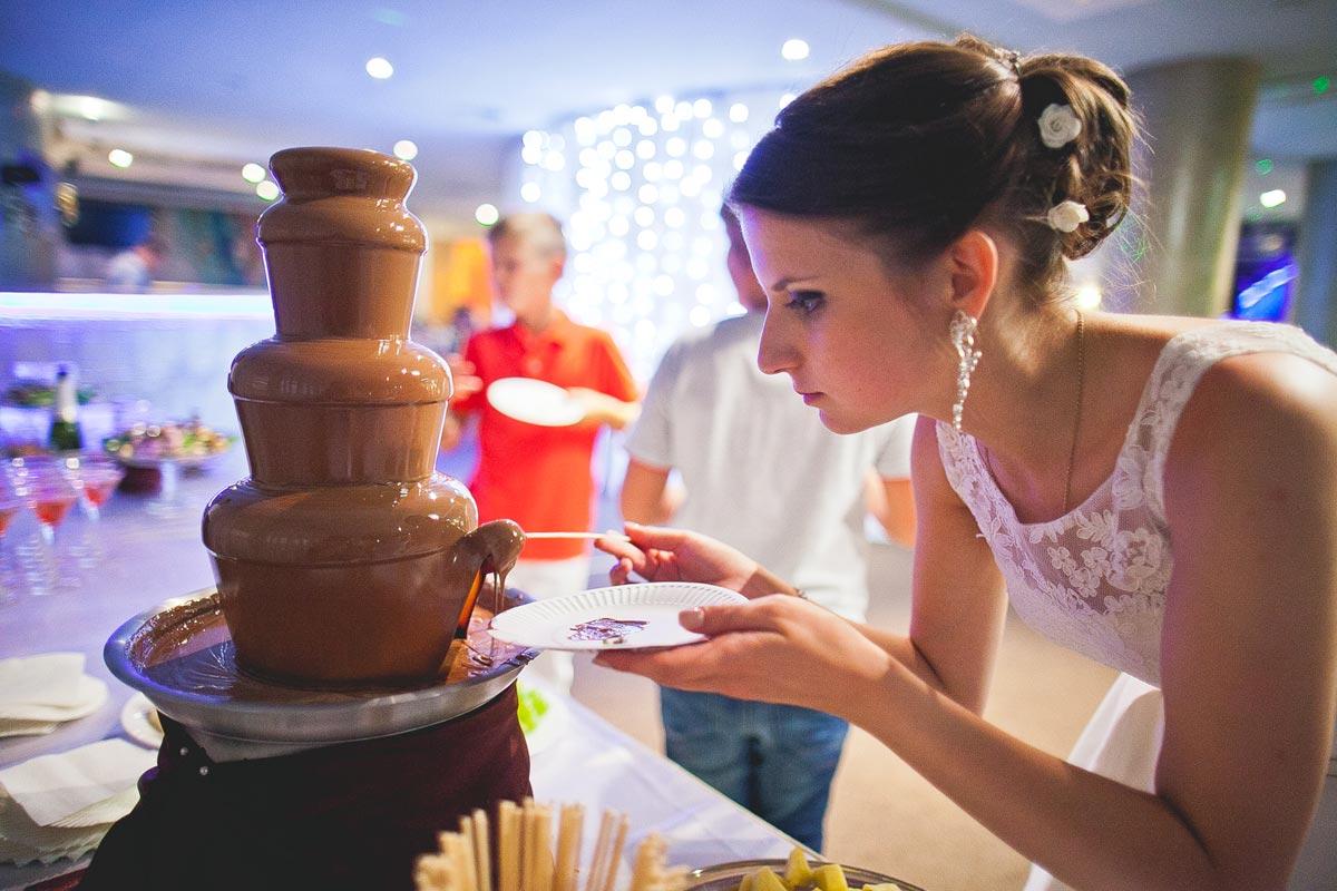 Вкусный фонтан. Фото с сайта podarki-prazdnik.ru