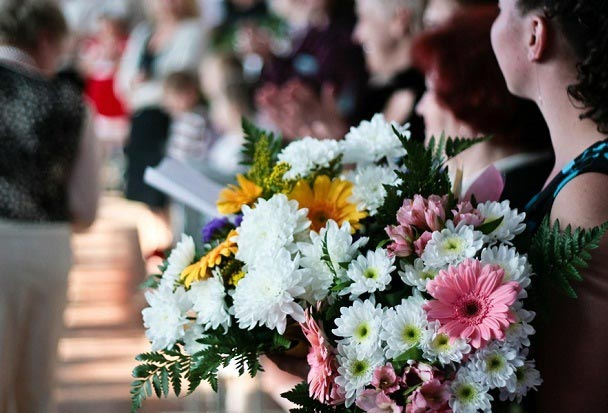Цветы в букете на выпускном. Фото с сайта womanfaq.ru