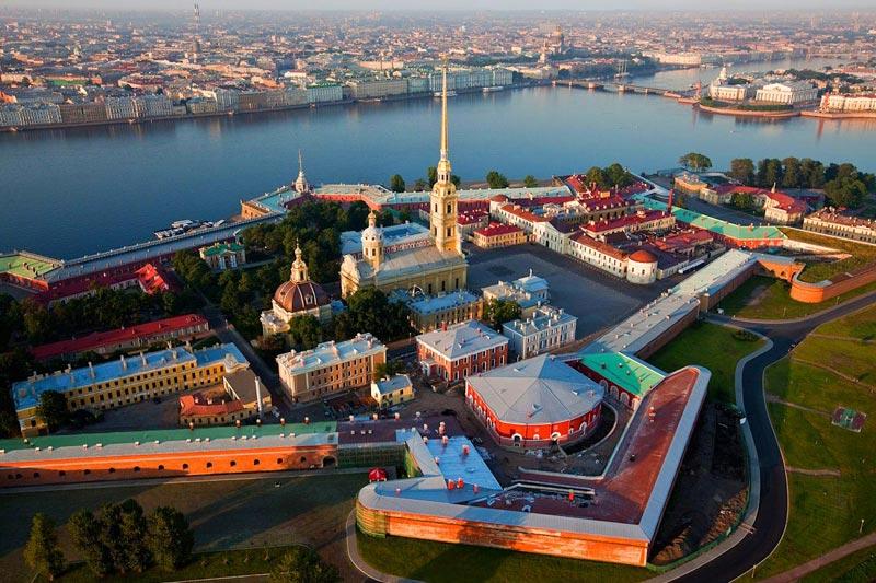 Петергоф весной. Фото с сайта berhel-bg.com
