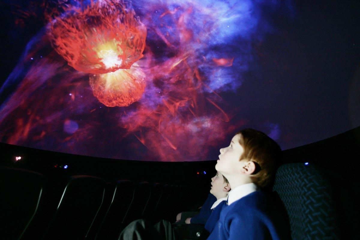 Покажите детям Вселенную. Фото с сайта www.artleo.com