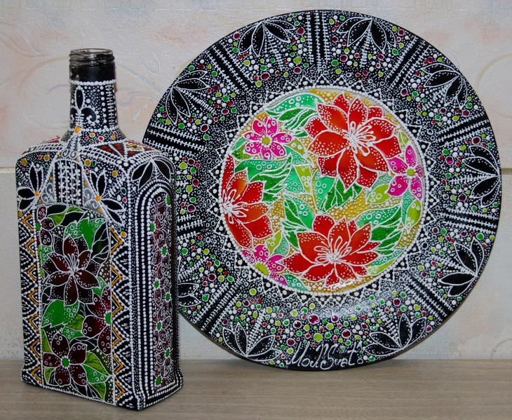 Разрисованная посуда - хороший вариант подарка. Фото с сайта prostodelkino.com