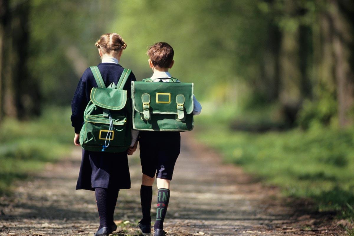 Дети должны пойти в школу с позитивными эмоциями. Фото с сайта www.lifestylecy.com