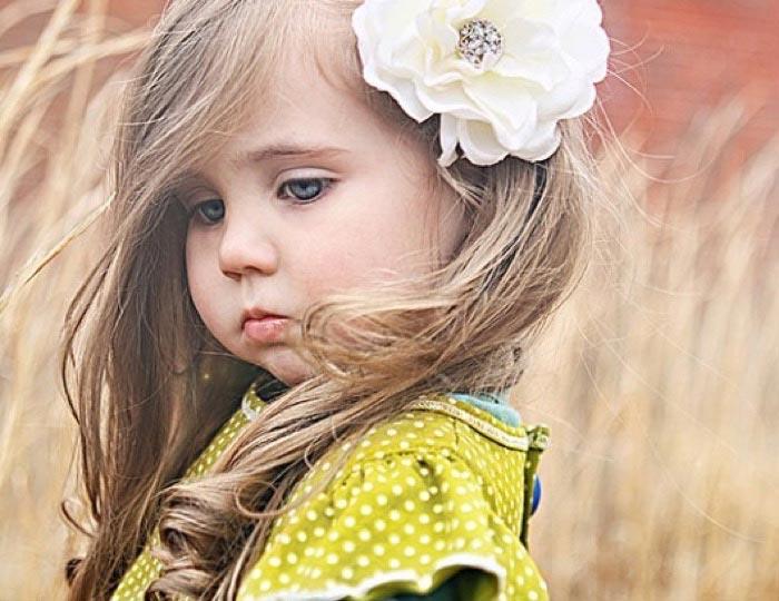 Распущенные локоны не утомят малышку. Фото с сайта ivolos.ru