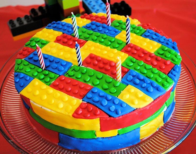 Торт для лего-вечеринки. Фото с сайта s-media-cache-ak0.pinimg.com