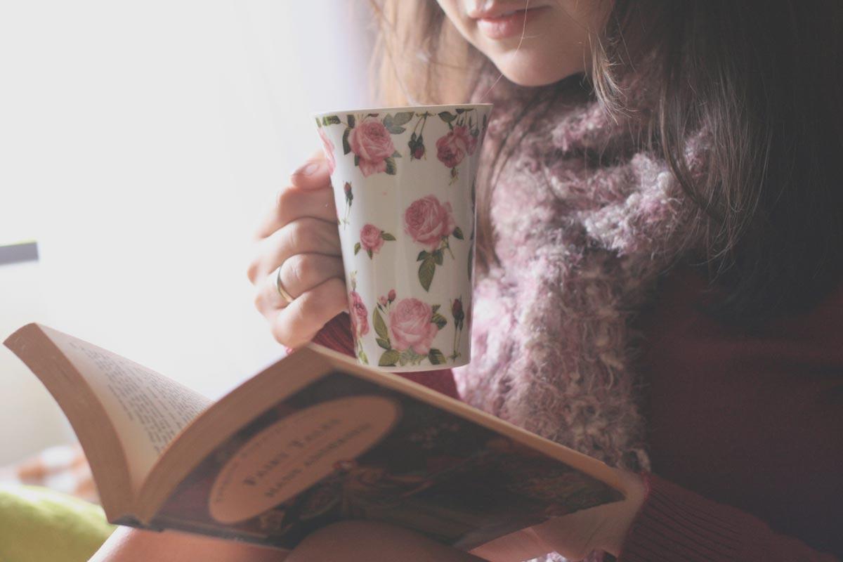 Приобретите любимую книгу подруги. Фото с сайта elhow.ru
