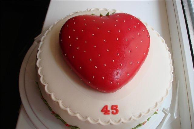 Торт для женщины-ягодки. Фото: povary.ru