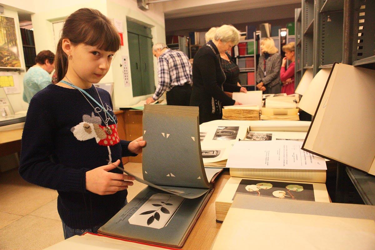 Не забывайте о бумажных книгах. Фото с сайта caoinform.ru