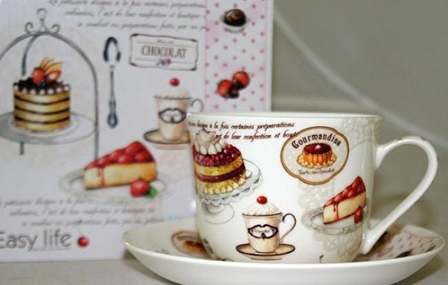Чайная пара - милый, но дежурный презент. Фото с сайта 4tarelki.ru
