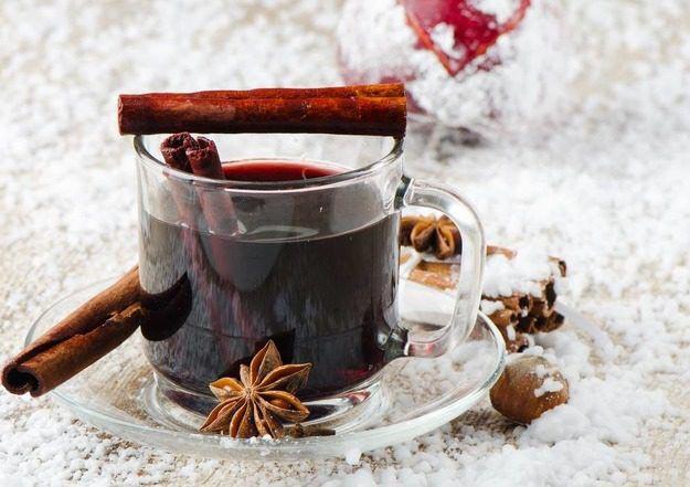 Добавьте в глинвейн любимые специи. Фото с сайта postila.ru