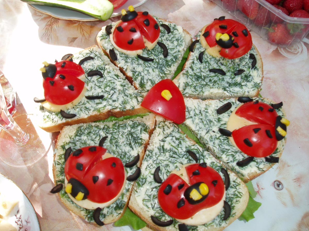 "Бутерброды ""Божья коровка"". Фото с сайта www.koolinar.ru"