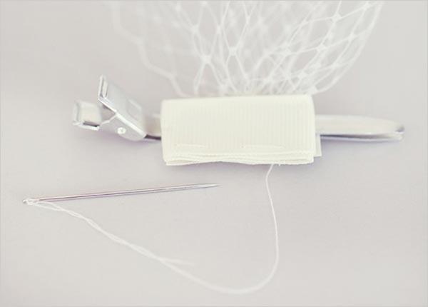 Вуалетка на заколке. Фото с сайта www.discoverwedding.r