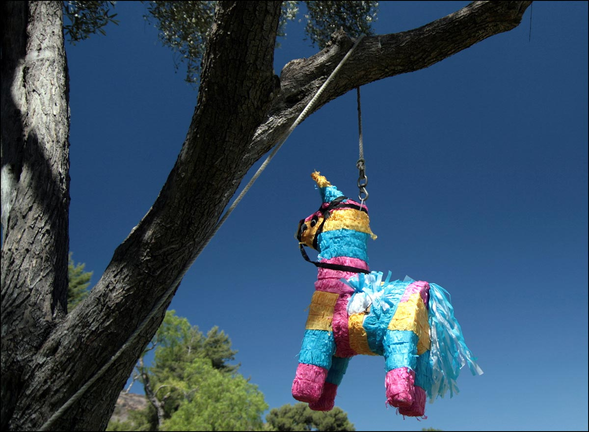 Что такое пиньята. Фото с сайта www.alwayshereandnow.com