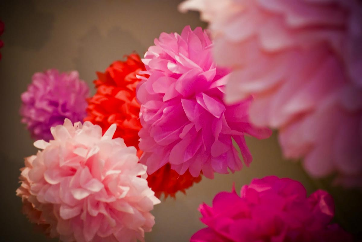 Гирлянда из объемных цветов. Фото с сайта blog.dormify.com