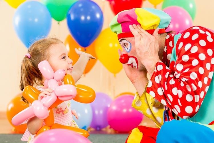 Некоторые дети боятся клоунов. Фото с сайта www.detlad.ru