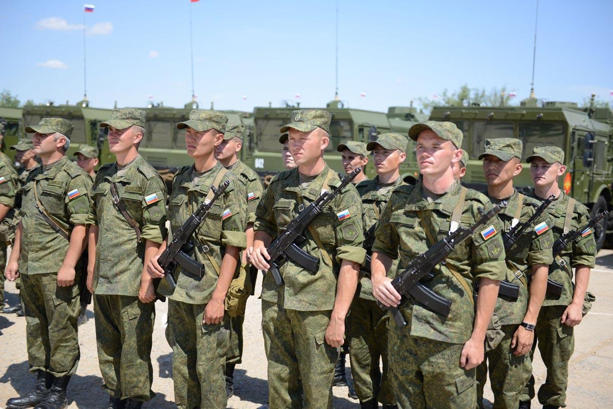 Не забудьте поздравить военных. Фото с сайта www.kbm.ru