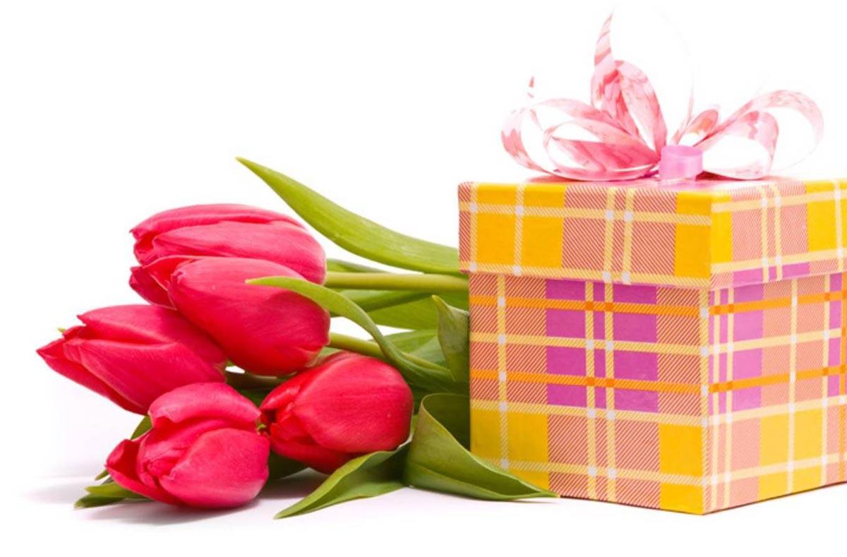 Если не хочется креативить, обратитесь к традиционным подаркам. Фото с сайта static.headline.kz