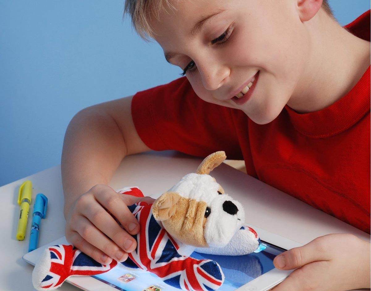Современные дети буквально жить не могут без гаджетов. Фото с сайта vkorzine.ru