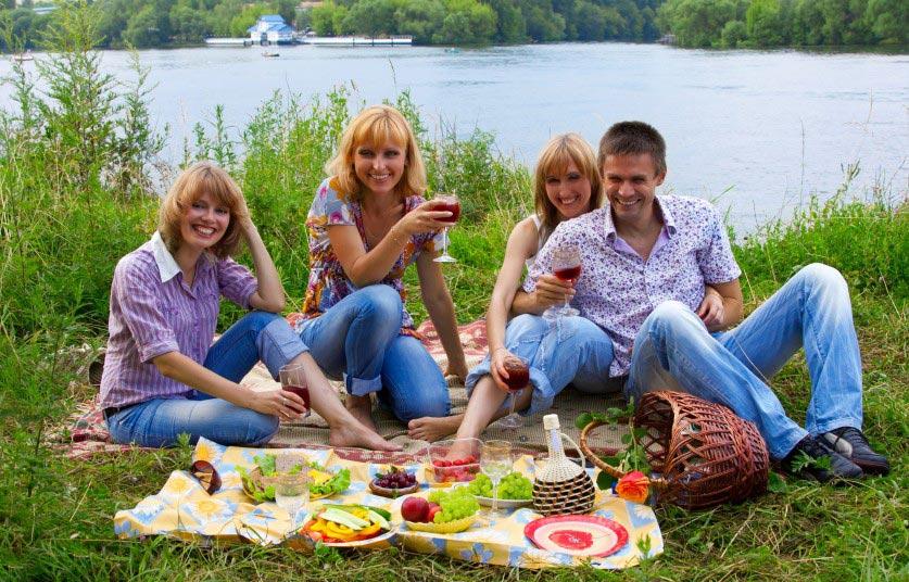 Устройте веселый пикник с шашлыками. Фото с сайта www.coloradorealestatediary.com