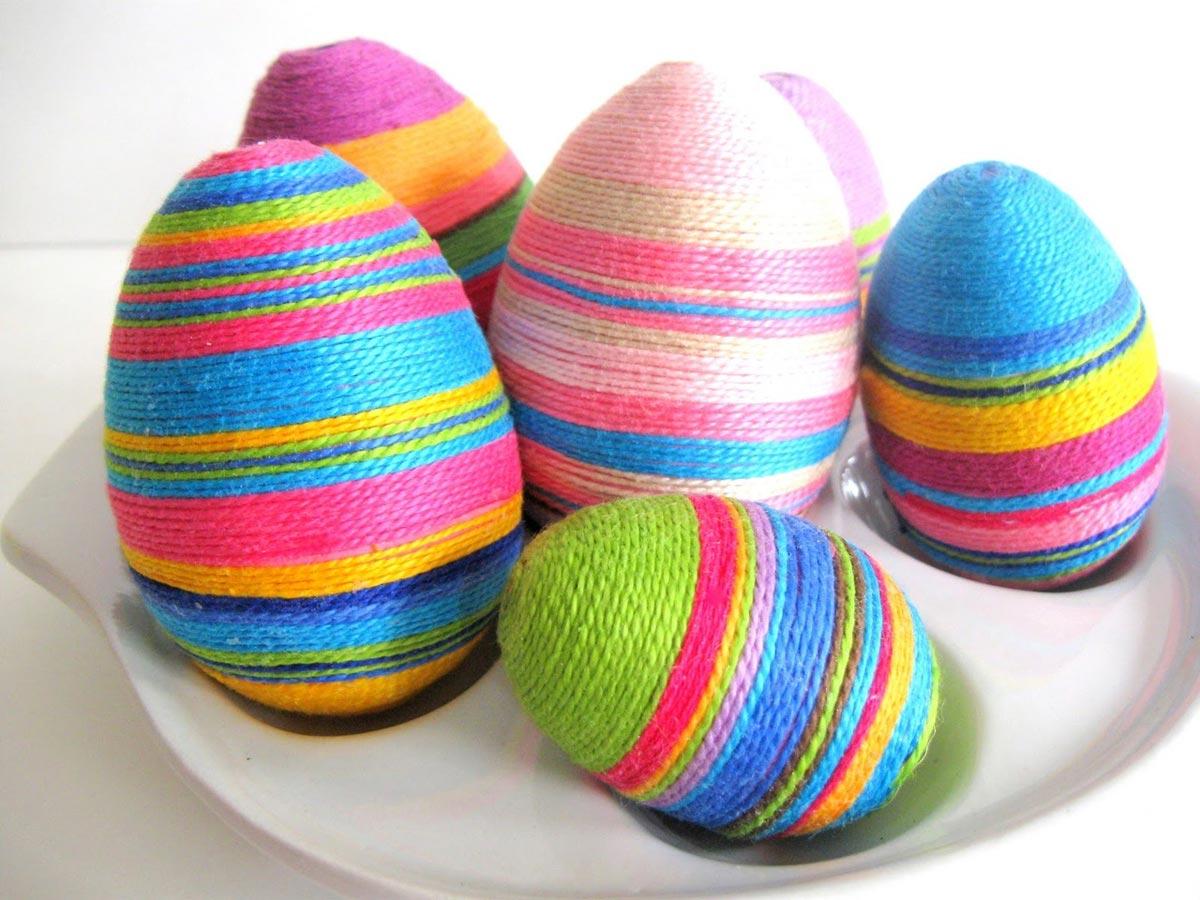 Простой способ сделать декоративные пасхальные яйца. Фото с сайта eumoo.com