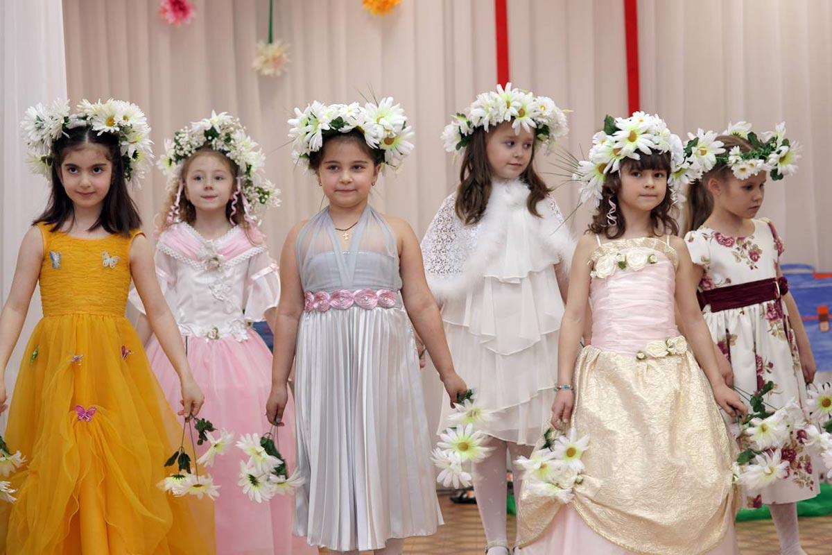 Платья, сшитые своими руками, будут уникальными. Фото с сайта hovrashok.com.ua