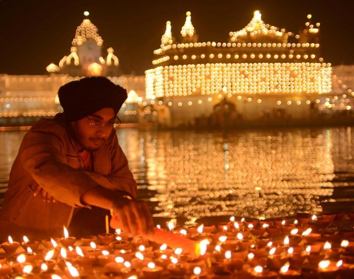 Красивый праздник в Индии. Фото с сайта www.traveling-lady.com