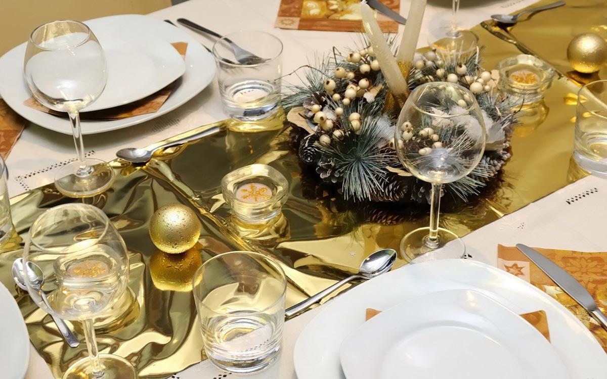 Новогодняя скатерть. Фото с сайта 1zoom.me