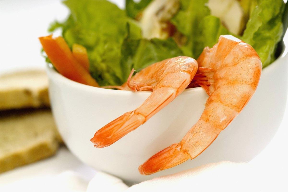 Коктейли с креветками неизменно пользуются успехом на фуршетах. Фото с сайта womenspeaks.ru