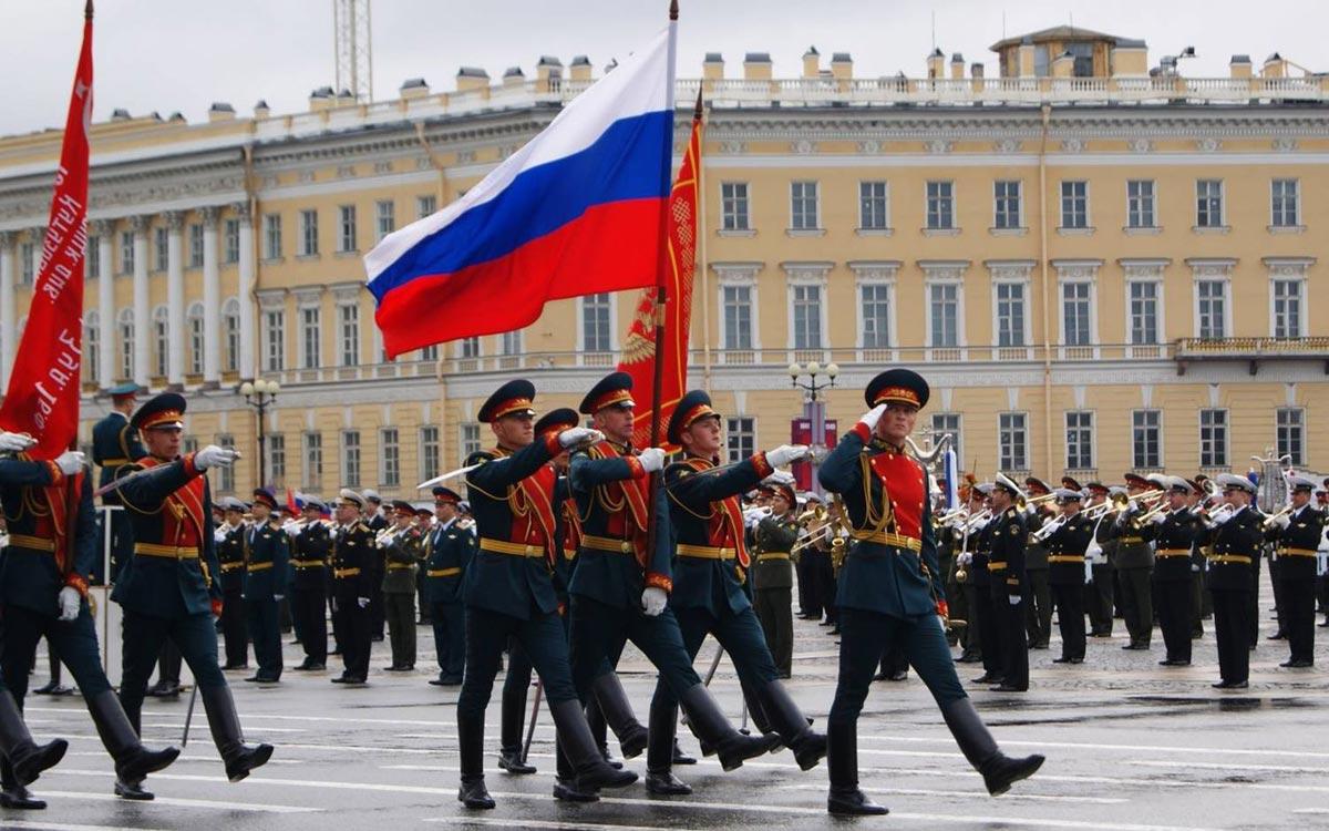 Парад на День Победы. Фото с сайта piterzavtra.ru