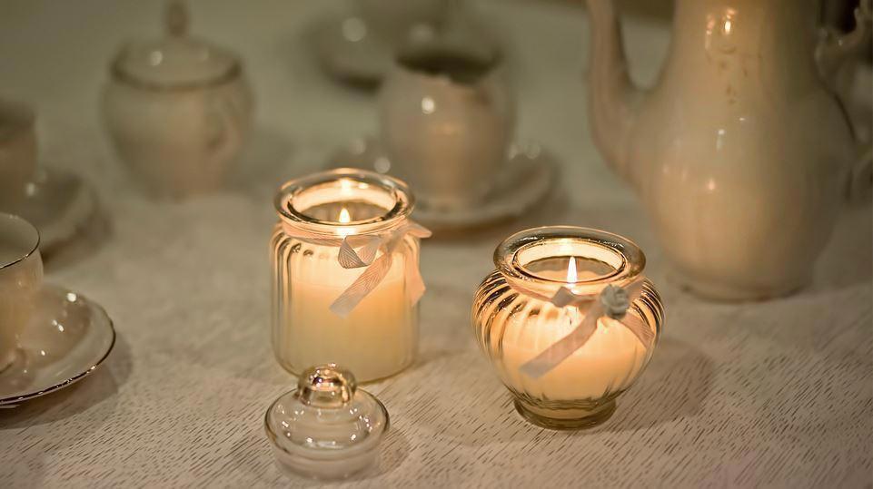 Свечи ручной работы - теплый во всех смыслах подарок. Фото с сайта uiutniydom.info