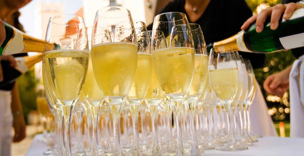 """Шампанское - один из самых частых """"гостей"""" на торжествах и праздниках. Фото с сайта ifotki.info"""