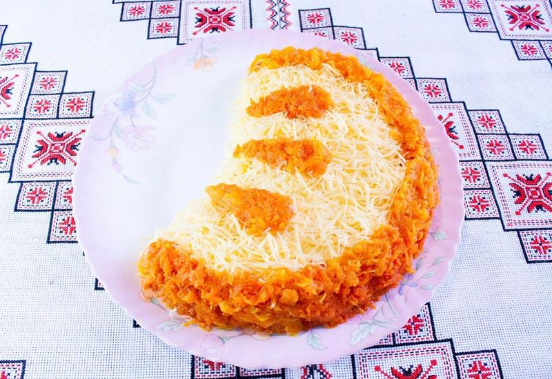 Оформление салата в виде дольки апельсина. Фото с сайта ytimg.com