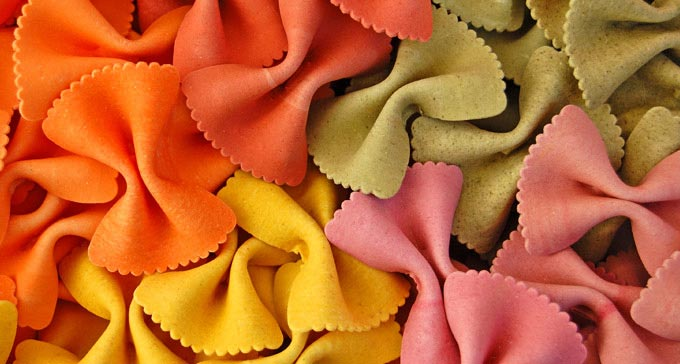 Разноцветные бантики. Фото с сайта www.alfa-tur.pl