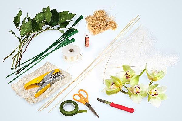 Для создания букета потребуется не так много вещей. Фото с сайта www.florist.ru