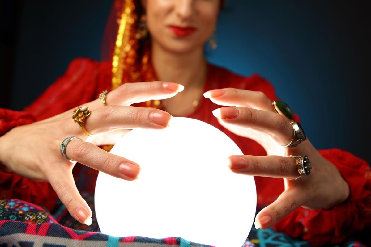 Не стоит приглашать гадалку, если именинница очень суеверна. Фото с сайта menshealth.hu