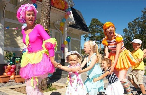 Пусть детей развлекут клоуны. Фото с сайта moskva.avizinfo.ru
