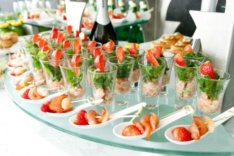 Шведский стол сейчас в моде. Фото с сайта capitalfood.ru