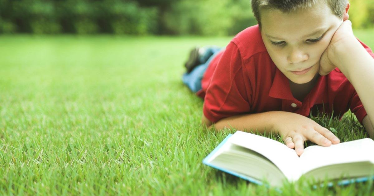 Привить ребенку любовь к учебе трудно, потому всячески поддерживайте его интересы. Фото с сайта www.funlib.ru