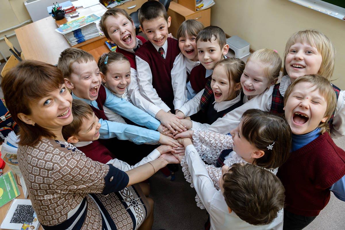 Подарок на выпускной должен быть от всего класса. Фото с сайта fotodeti.ru