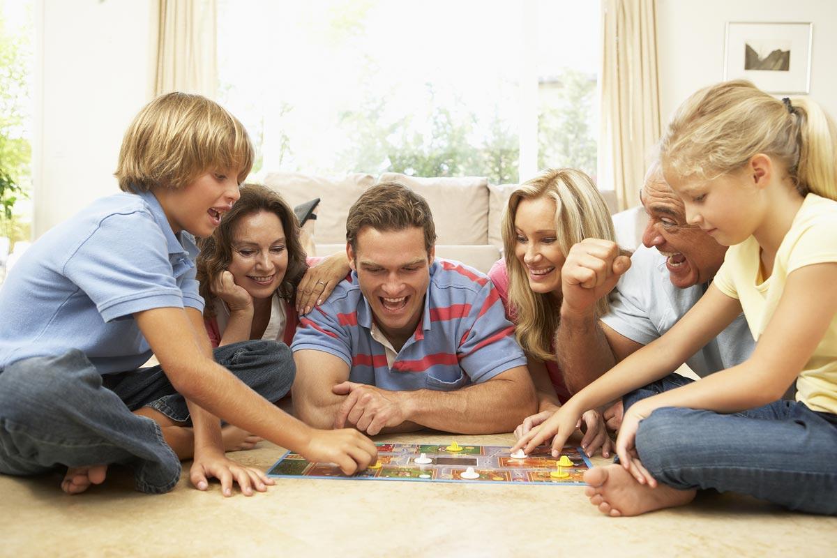 Игра для всей семьи - хороший подарок. Фото с сайта shoptema.ru