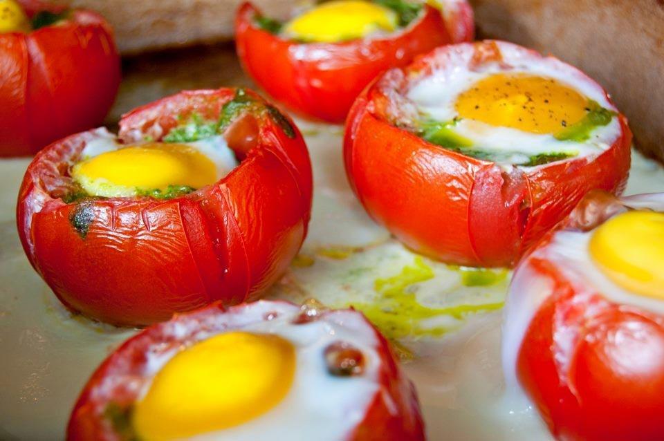Яичница в помидоре. Фото с сайта cosacucino.myblog.it
