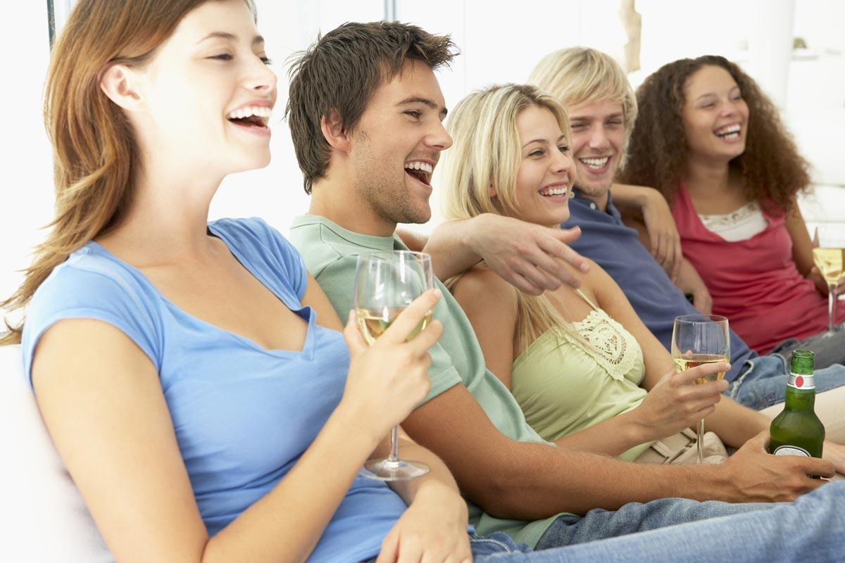 Представителей старших поколений развлечет современный сленг. Фото с сайта playbuzz.com