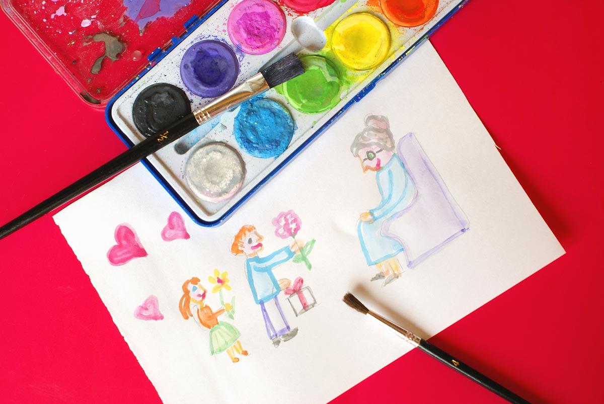 Маленькие внуки могут преподнести милый рисунок