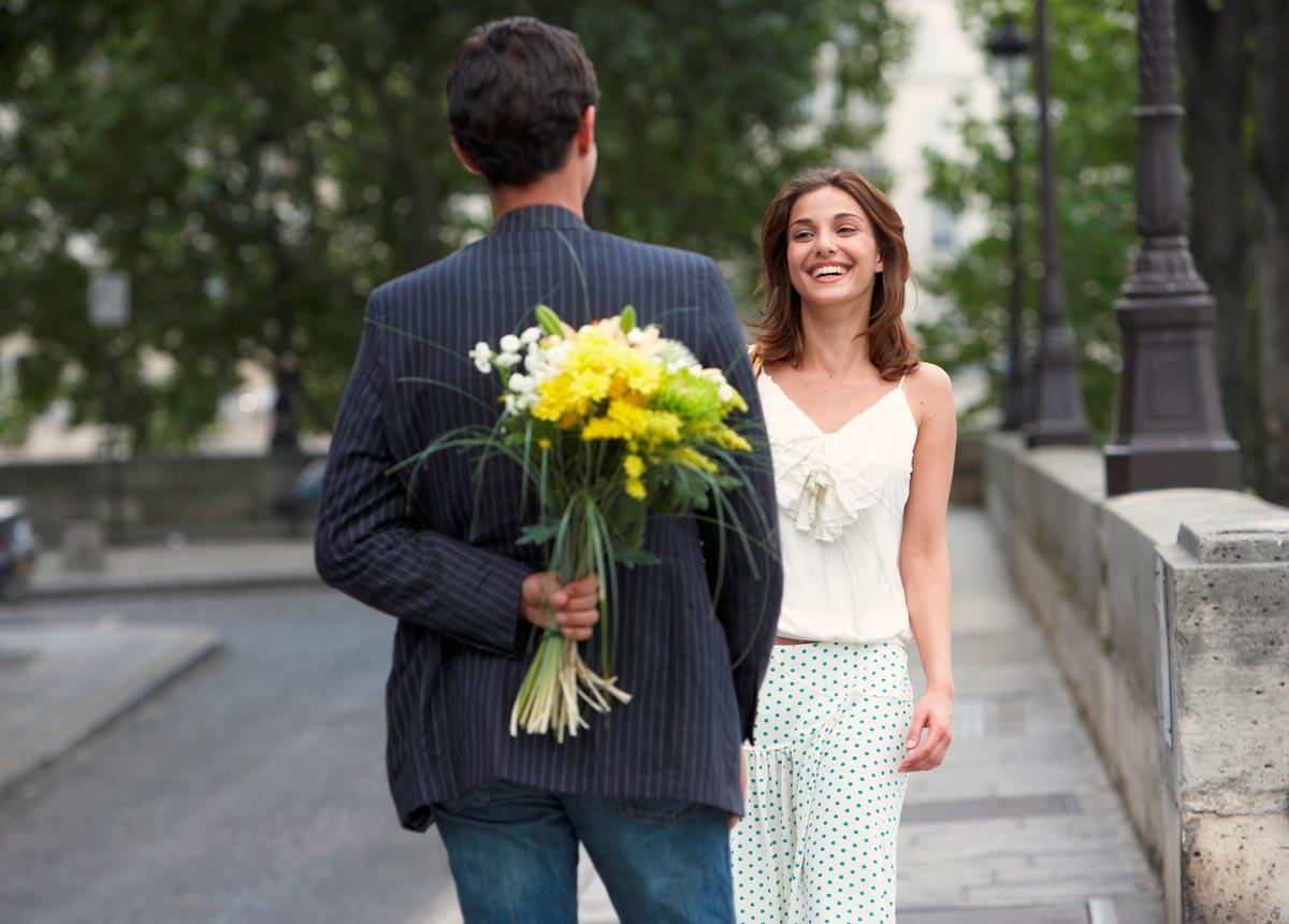 Аккуратно выбирайте цветы для первой встречи. Фото с сайта blog.choicehotels.com.au